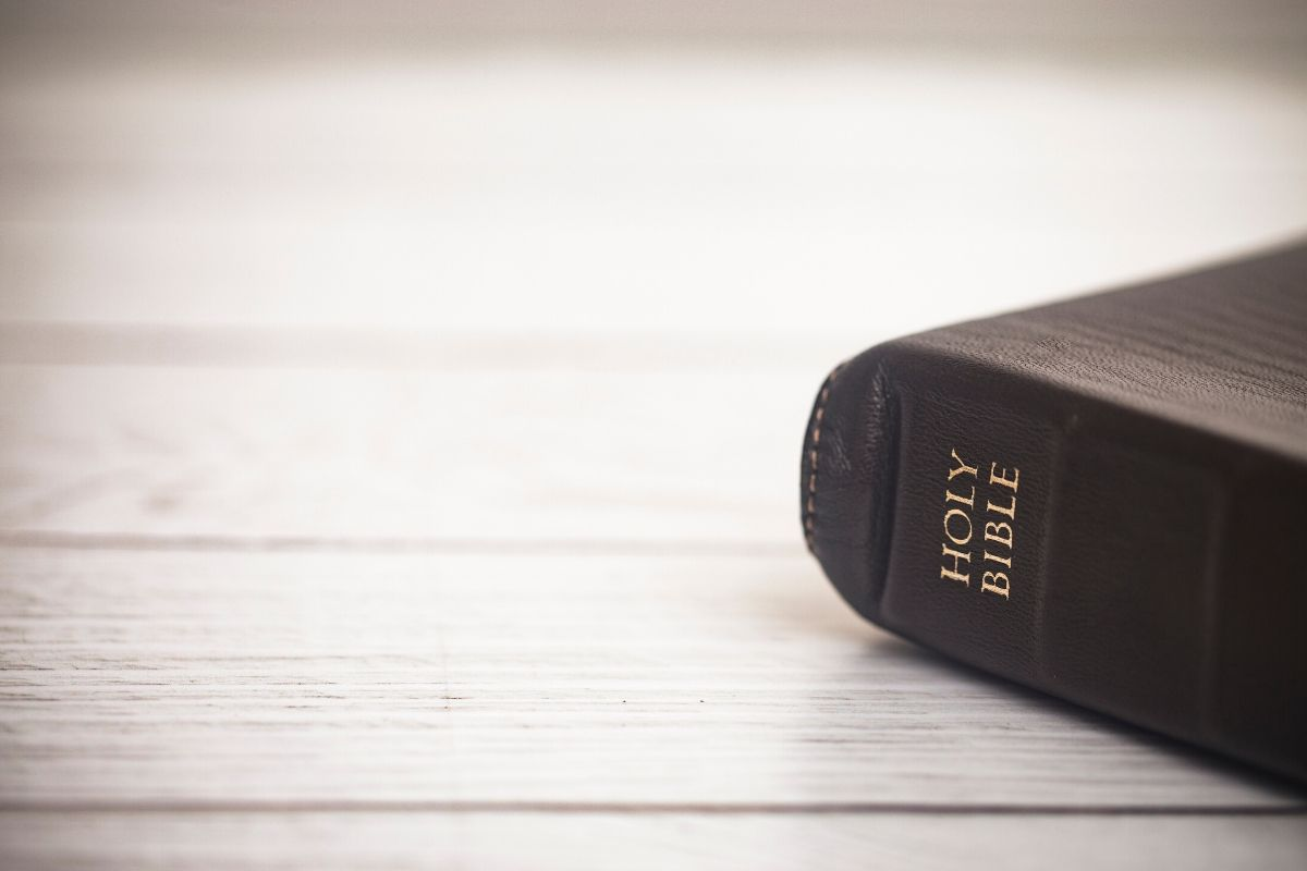 A Bible with verses about serving other people
